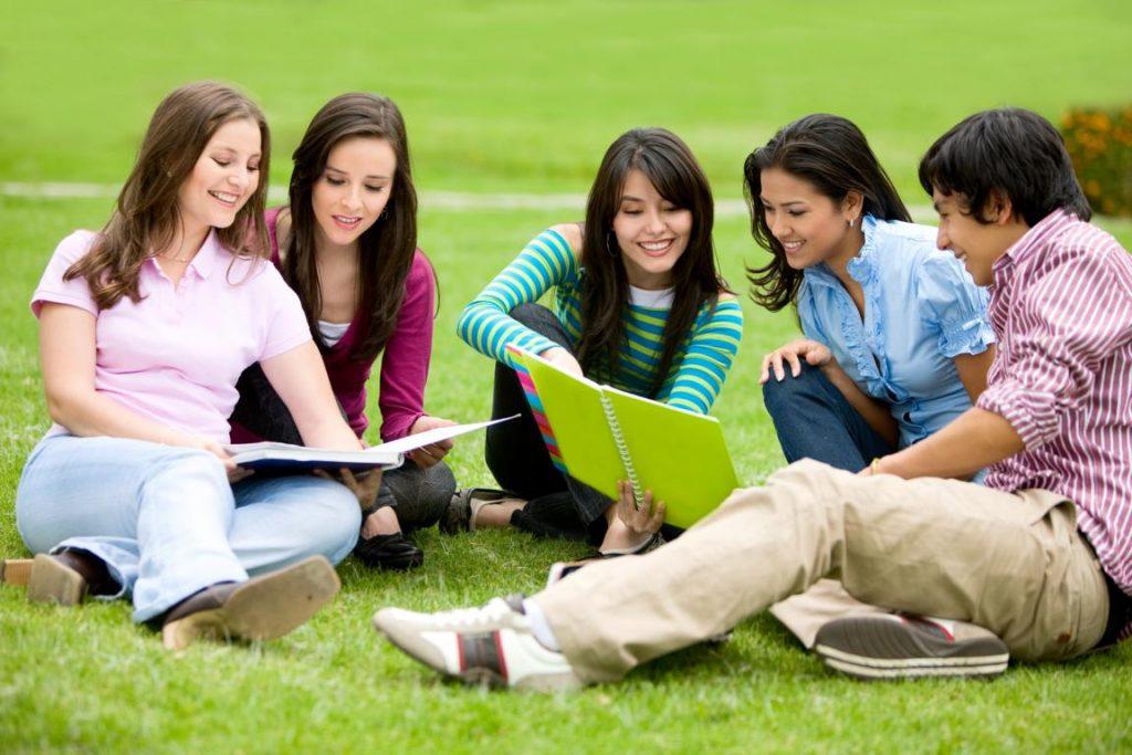 Điều kiện năng lực của bản thân là một yếu tố quan trọng để xét khi đi du học