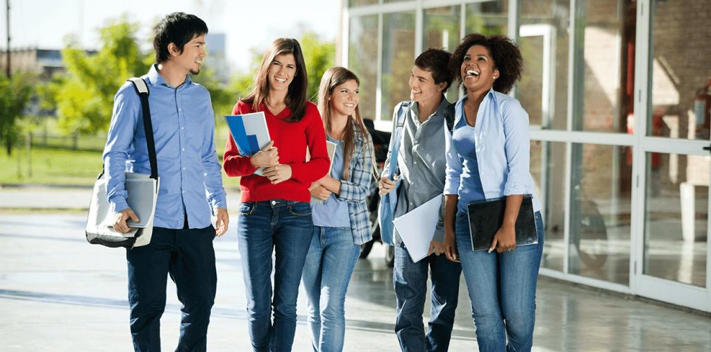 Học bổng cho bậc đại học và sau đại học tại Anh đa dạng hơn.