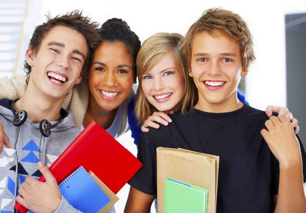 Các khóa học tiếng Anh kéo dài khoảng vài tháng đến 1 năm.