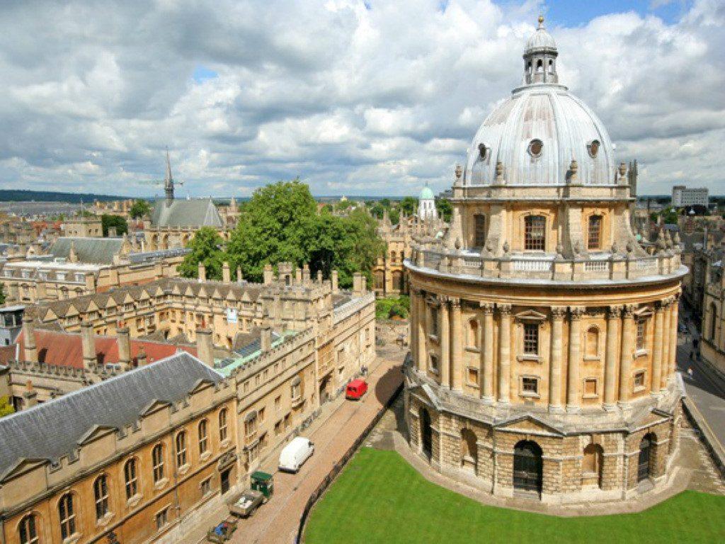 Học viện Hoàng Gia London.