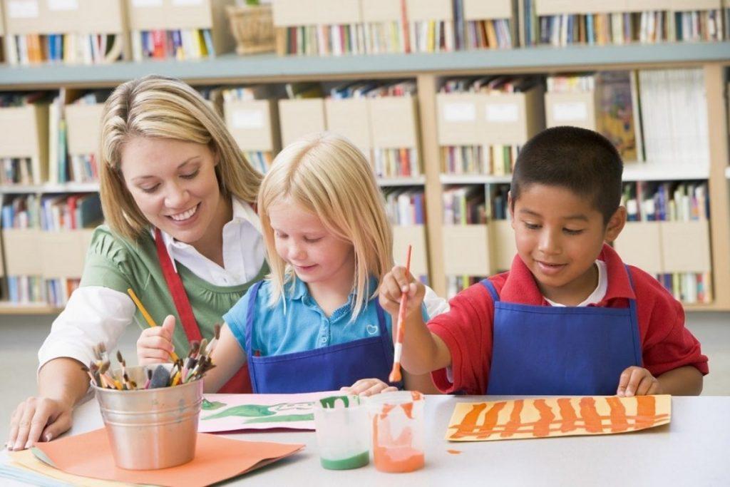 Cha mẹ/người giám hộ cho trẻ cần chứng minh tài chính