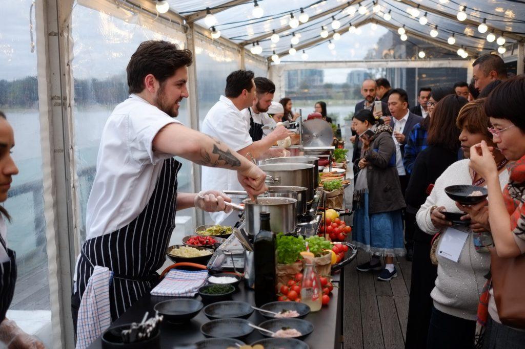 Phục vụ bếp và chạy bàn ở Úc