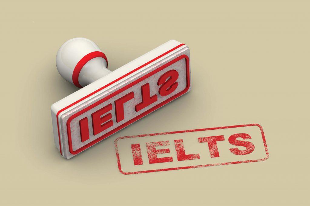 Du học sinh cần đạt chuẩn tiếng Anh IELTS hoặc TOEFL