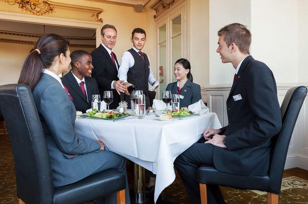 Sinh viên ngành Du lịch – Khách sạn có kỳ thực tập hưởng lương
